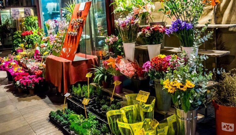 Cách trang trí cửa hàng hoa tươi đẹp thu hút khách hàng hiệu quả