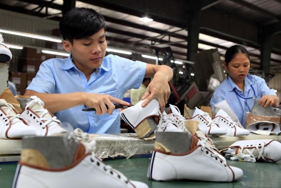 Nguồn hàng giày dép giá rẻ từ xưởng sản xuất