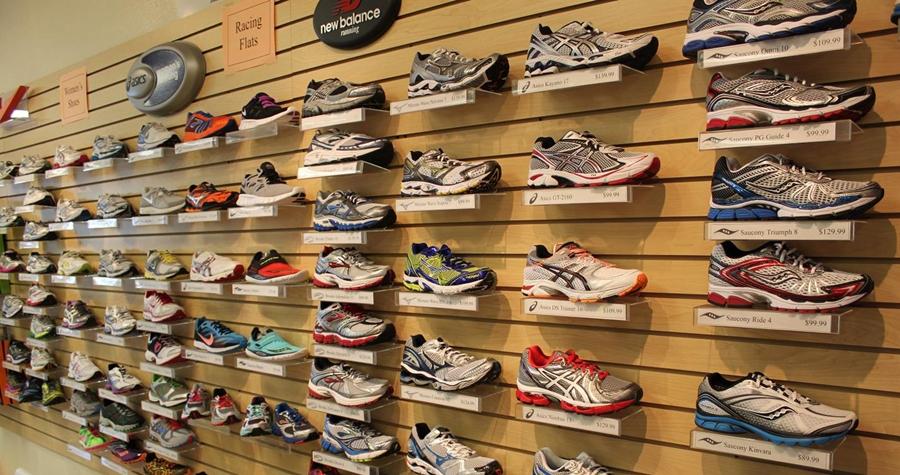 Những điều cần biết khi mở cửa hàng giày dép