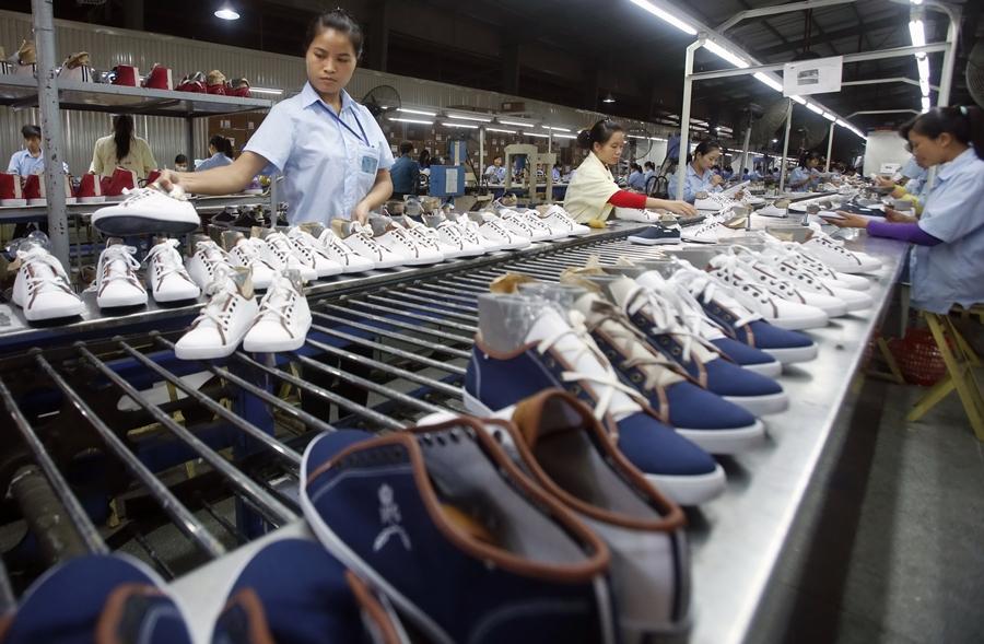 Các điều cần biết khi mở cửa hàng giày dép kinh doanh