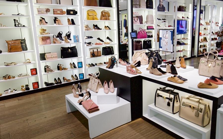 Cách trang trí cửa hàng giày dép mới nhất