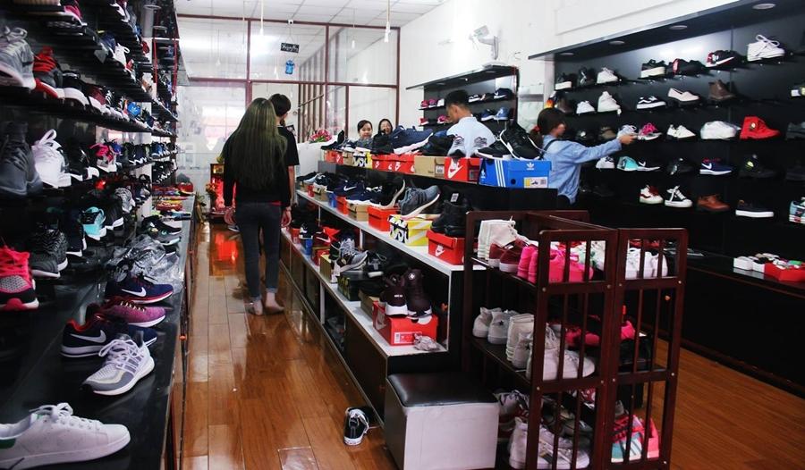 Kinh nghiệm mở shop giày dép hiệu quả