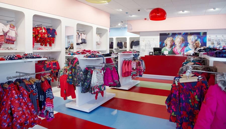 Cách trang trí shop quần áo trẻ em hiệu quả