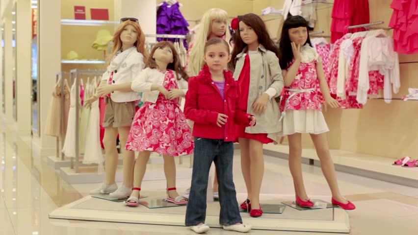 Một số cách trang trí shop quần trẻ em hiện nay
