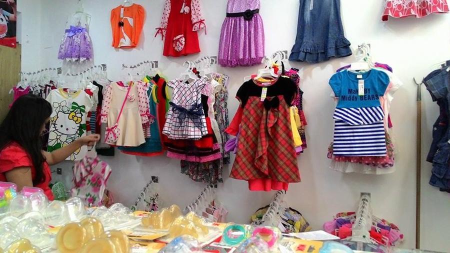 Cách trang trí shop quần áo trẻ em nổi bật