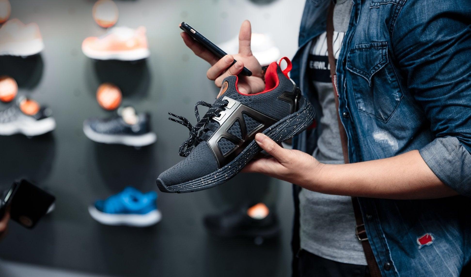 Chủ shop phải làm gì khi muốn mở cửa hàng giày dép ?